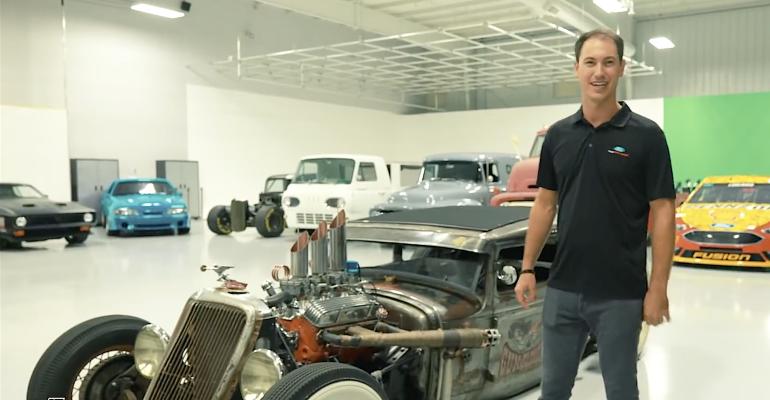 Logano garage.png